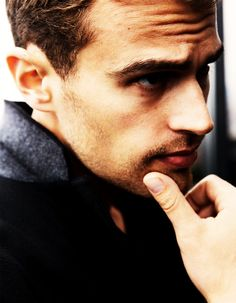 theo james-Someone exactly like me. Someone who enjoys wearing a fragrance. Someone who is successful and ambitious and has confidence and wants to wear something that kind of embodies that. (On what kind of man he imagines will wear BOSS THE SCENT)