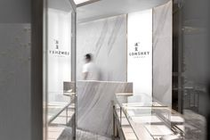 Main materials: marble, carpets, glass and brushed brass. Place: Guangdong, China Year: 2017 Surface area: 65m2 Design: AD Architecture – www.adcasa.hk Team: Xie Pei-He, Xing Han-Qin, Zhou Qian