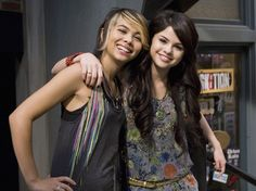 Selena Gomez on the set of a Wizards Of Waverly place episode. Selena Gomez Cute, Selena Gomez Pictures, Michael Cade, Taylor Negron, Maria Canals Barrera, Adam Gregory, Jennifer Stone, Wizards Of Waverly Place, Alex Russo