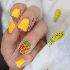 Very creative nail art with pineapple made of rhinestones ===== Check out my… Manicure Y Pedicure, Shellac Nails, Acrylic Nails, Nail Nail, Cute Nails, Pretty Nails, Hawaiian Nails, Pineapple Nails, Vernis Semi Permanent