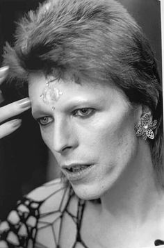 Bowie backstage of the 1980 Floor Show Who Do You Love, Just Deal With It, Glam Rock, Trevor Bolder, Floor Show, Mick Ronson, Fantastic Voyage, Classic Rock And Roll, Thing 1