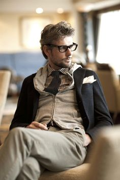 Dear Sweet baby Jesus. Everything about this pic is gorg. Pants, shirt, tie, glasses, hair...woo wee.