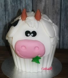 Cow, giant cupcake cake smash