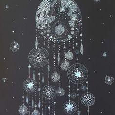 Dessin attrape rêves sur papier noir profond  encre de chine blanche  peinture… Art Moderne, Art Work, Etsy, Celestial, Black Paper, India Ink, Contemporary Art, Tattoo Ideas, Paint