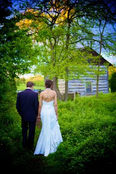 Cobblestone Farm Ann Arbor Wedding  Some awesome pics, and pose ideas!!!