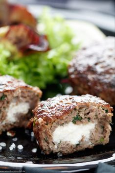 Bifteki – Griechische Frikadellen gefüllt mit Schafskäse – emmikochteinfach Bifteki – Greek meatballs filled with sheep cheese The simple recipe from the pan. They are ready in just 30 minutes and I prefer to eat a crispy salad meatballs # Seafood Recipes, Chicken Recipes, Dinner Recipes, Sheep Cheese, Greek Meatballs, Vegetable Drinks, Healthy Eating Tips, Greek Recipes, Relleno