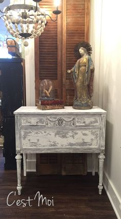 Layers of Paris Grey and Pure White Chalk Paint® on Console | Project by Annie Sloan Stockist C'est Moi in Brentwood, TN