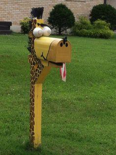 Giraffe mailbox.