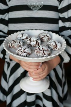 Yummy Chocolate Crinkle Cookies via @The TomKat Studio! Bloggers + Bakers Holiday Cookie Exchange - Recipe and Holiday Packaging Ideas!! #holidayentertaining