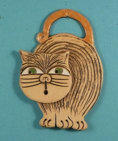 & a sweet wind chime for your terrace or the garden & a nice look & & # Clay Wall Art, Ceramic Wall Art, Ceramic Pendant, Clay Art Projects, Clay Crafts, Animal Gato, Ceramic Workshop, Ceramic Animals, Clay Ornaments