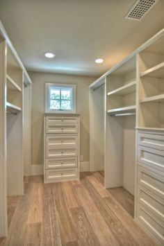 Oh how I would love a walk-in closet someday. Walk-in Closet Design, Pictures, Remodel, Decor and Ideas @ Home Design - love this look Walk In Closet Design, Bedroom Closet Design, Master Bedroom Closet, Closet Designs, Home Bedroom, Bedrooms, Bedroom Closets, Extra Bedroom, Wardrobe Design