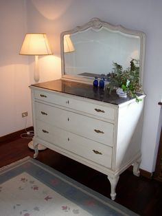 Classic white chest of drawers