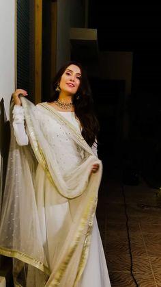 #ayeza #godesi!!! Beautiful Pakistani Dresses, Pakistani Formal Dresses, Pakistani Outfits, Indian Outfits, Dress Indian Style, Indian Dresses, Eid Outfits, Fashion Outfits, Fashion Trends