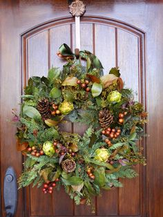This is a beautiful winter wreath but I don't think I could pull it off!