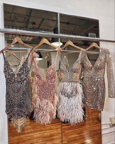 Wow, elegance in the form of dresses. Gala Dresses, Dress Outfits, Dress Up, Gatsby Dress, Engagement Dresses, Feather Dress, Elegant Outfit, Dream Dress, Couture Fashion