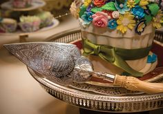 Antique Family Heirloom Trowel given to us as a Wedding Gift by my Aunt Jo. Big Beautiful CupCake & decorations by the talented @ArtsyBaker_ #OurWedding <3 #LoveIsInTheAir #Weddingbells  english-country-garden-wedding