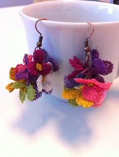 Festive Silk Crochet Earrings - DIY and Crafts Bead Crochet, Diy Crochet, Crochet Earrings, Crochet Jewelry Patterns, Crochet Accessories, Doily Patterns, Dress Patterns, Point Lace, Crochet Flowers
