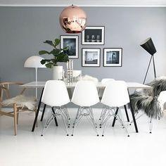 Really wish I had one more Hans Wegner chair - I looks so good in my dining area ❤️ Happy evening ✨  #thursdayinspoo @miennasverden  #dream_interiors #boligpluss #boligplussminstil #rom123 #waspsliving #inspoformilla #boligmagasinet #interior123 #interiorwarrior #interiorandhome #interiorforinspo #interior4all #interior_and_living #interiorinspiration #interiørmagasinet #nordiskehjem #nordicinspiration #passion4interior #skandinaviskehjem #vakrehjemoginterior #whiteinterior