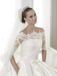 Baronda - Pronovias 2015 kollekció - Esküvői ruha szalon - Menyasszonyi ruha  kölcsönzés http   80437ee11c