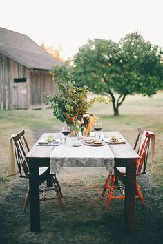 I love this simple outdoor dining idea for two! So romantic - Philip Foster Farms Styled Wedding Shoot Outdoor Dining, Outdoor Spaces, Outdoor Decor, Outdoor Tables, Rustic Outdoor, Outdoor Life, Dining Area, Ideas Terraza, Foster Farms
