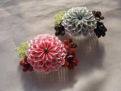 イメージ 5 Shibori, Kanzashi Tutorial, Kanzashi Flowers, Fashion Fabric, Fabric Flowers, Fabric Crafts, Hair Pins, Hair Accessories, Traditional Chinese