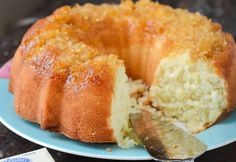 Pineapple Coconut Bundt Cake is an easy cake recipe that has a delicious blend of tropical flavors. This bundt cake is perfect for summer nights BBQs! Pineapple Coconut, Pineapple Pound Cake, Coconut Mojito, Mint Mojito, Pineapple Recipes, Pineapple Upside, Rum Cake, Salty Cake, Pound Cake Recipes