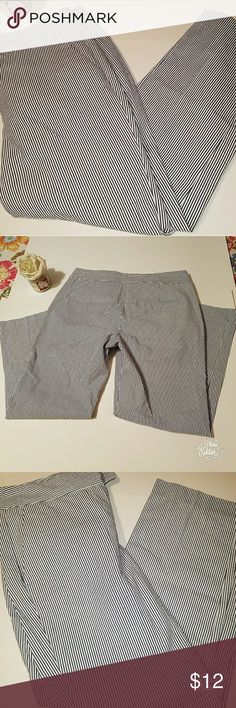 British Khakis size 2 Navy/white stripped British Khakis size 2. Navy and white stripped crop pants. Measurements laying flat: inseam: approx: 24 inches, flare: about 7 in, waist: 14 1/2 in. british khakis Pants Ankle & Cropped