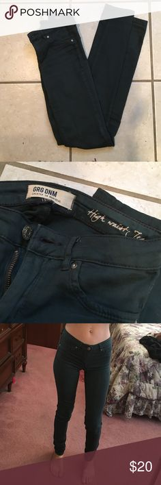 Garage High Waisted Jeggings Navy high waisted Jeggings from garage. Super soft and stretchy. Size 00. Perfect condition! Makes your butt look PERFECT. Garage Pants Straight Leg