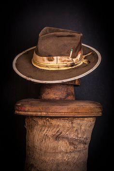 Nick Fouquet Hatmaker- custom made hats in Venice, CA. Mens Fashion Casual Shoes, Sneakers Fashion, Fashion Hats, Men Fashion, Fancy Hats, Cool Hats, Custom Made Hats, Pork Pie Hat, Boho Hat