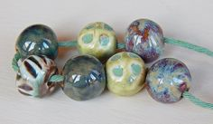 Hand-carved Set 7 beads of porcelain green cream and por Majoyoal