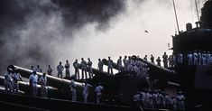 Navy battleships pulled off the biggest military deception of Desert Storm - We Are The Mighty Iraqi Military, Us Sailors, We Are The Mighty, Sea Of Azov, Army Reserve, Navy Life, Pull Off, Battleship, Marine Corps