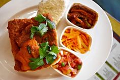 The Best Bunny Chow in Durban, South Africa Oriental Restaurant, Gourmet Chicken, Indian Dishes, Chow Chow, Restaurant Recipes, The Dish, Tandoori Chicken, Street Food, Wine Recipes
