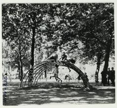 In 1947, the architect Aldo van Eyck built his first playground in Amsterdam, on the Bertelmanplein. Many hundreds more followed, in a spatial experiment that has (positively) marked the childhood of an entire generation.