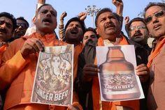 A indústria cervejeira está causando a fúria dos indianos. Em 2013, a australiana Brooksvale Union lançou uma cerveja de gengibre com rótulo que mesclava o corpo de Lakshmi, a deusa da abundância, ao rosto de Ganesha, o removedor de obstáculos. Rajan Zed, presidente da Associação Universal do Hinduísmo, não gostou nada da então novidade e, à época, pediu que a bebida fosse retirada de circulação por ser ofensiva à imagem representada por ambos os deuses. Por um tempo, a empresa chegou a…