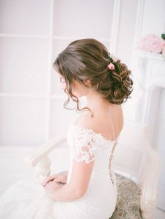 Best Ideas For Wedding Hairstyles : chic rustic wedding curly wedding updo Curly Wedding Updo, Rustic Wedding Hairstyles, Elegant Hairstyles, Wedding Hair And Makeup, Vintage Hairstyles, Messy Hairstyles, Hair Makeup, Hairstyle Ideas, Updo Hairstyle