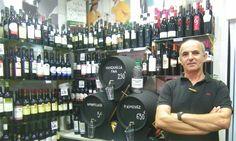 En el mercado de abastos Virgen del Rosario de Cádiz ha abierto una tienda curiosa. Se llama La Bodeguita y tan sólo venden vinos de la provincia de Cádiz, tanto jereces, como de la Tierra de Cádiz. Tienen más de 200 referencias, casi una exposición permanente de vinos de la zona. Más detalles en Cosasdecome. http://www.cosasdecome.es/guia-de-establecimientos/la-bodeguita/