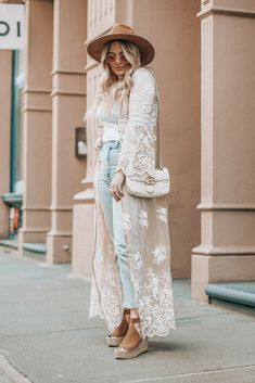 Perfect Spring Outfits To Copy Now Long Cardigan Outfit Summer, Lace Cardigan Outfit, Long Kimono Outfit, Sleeveless Cardigan, Boho Outfits, Fashion Outfits, Stylish Outfits, Cute Outfits, New York Spring Outfits