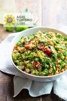 Quinoa, che bontà !! - Rucola - Pomodorini - Quinoa - Carote  - Olio, sale e origano E buonappetito, amici !! #quinoa #vegetariano #insalata #gusto #mangiaresano #buonappetito #food #recipe #Italy #cosebuone #