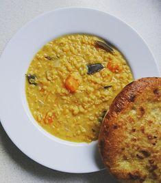 Dieses indische Kürbis-Dhal bringt den Orient in deine Küche! Dieses köstliche Gericht erinnert unseren Gaumen an den fernen Orient. Bereits bei der Zuberei Parmesan Risotto, Chilli Sin Carne, Ethnic Recipes, Food, Recipes With Pumpkin, Lenses, Easy Meals, Essen, Meals