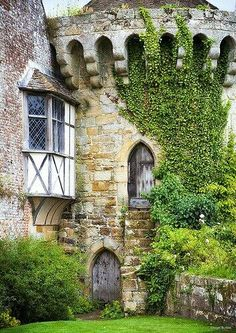 I lov in castles where the older architecture meets a newer style. Scotney Castle, Kent / photo by Nigel Burkitt Beautiful Castles, Beautiful Buildings, Beautiful Places, Palaces, Famous Castles, Castle Ruins, Monuments, Countryside, The Good Place
