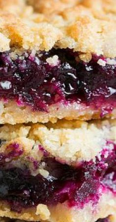 These blueberry bars are easy to make and those blueberries just make them so unbelievably delicious. One of my fave fresh blueberry recipes! Blueberry Crumb Bars, Blueberry Cookies, Blueberry Desserts, Just Desserts, Delicious Desserts, Yummy Food, Blueberry Squares, Fruit Recipes, Sweet Recipes
