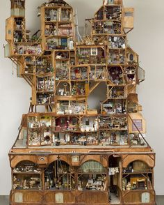 The Mouse Mansion consists of more than a hundred rooms, hallways, shops and factories. It took three years to build! #building #architecture #themousemansion #mousemansion #studioschaapman #schaapman #karinaschaapman #dollhouse #miniatures #mini #handmade #diy #crafts #tutorial #kids #children #childrensbooks #picturebook #dummysek #museneshus #lamaisondesouris #dasmausehaus #azegertanya #villatopi #mysidomek #mushuset #lacasadelsratolins #lacasadelosratones #fareevi