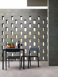 Elemento vazado: alternando blocos de cimento. Lindo efeito!