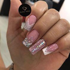 Classy Nails, Stylish Nails, Elegant Bridal Nails, Manicure, Glow Nails, Gold Glitter Nails, Bride Nails, Nail Polish Art, Luxury Nails