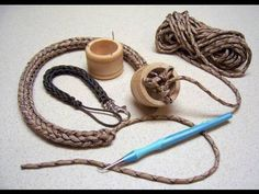 How to Make a paracord using a knitting spool