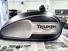 New Triumph Bonneville fuel tank Triumph Scrambler, Triumph Bonneville T100, Triumph Cafe Racer, Cafe Racer Bikes, Triumph Motorcycles, Royal Enfield, Triumph Street Twin Custom, Motorcycle Tank, Cafe Racing