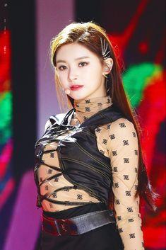 dedicated to female kpop idols. Kpop Girl Groups, Korean Girl Groups, Kpop Girls, Korean Beauty, Asian Beauty, Daehyun, Sana Cute, Lisa, Ulzzang Girl