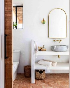 Jacuzzi Outdoor, Deco Boheme, Desert Homes, Bathroom Inspo, Loft Bathroom, Downstairs Bathroom, Cozy Bed, Renting A House, Decoration