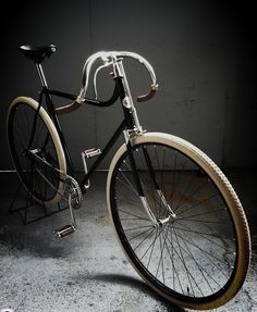 "Fixedworldwide: ""La Torpille No1 (by La-Torpille-Cycles) "" with Major Taylor handle bars and cream tires."