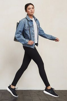 A Casual Cool Athleisure Look To Try Now (Le Fashion) - Jeansjacke Outfit Outfits Leggins, Nike Outfits, Casual Outfits, Outfit Jeans, Fashionable Outfits, Black Leggings Outfit, Leggings Fashion, Look Jean, Denim Look